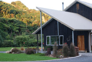 Gully Retreat Karapiro B&B | Rates from NZ$110