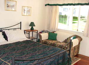 Redwood Park B&B - The Gardeners Cottage